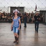Ludzie tanczy przy Kołysać Parkowego wydarzenie w Mediolan, Włochy Zdjęcie Stock