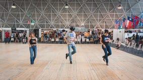 Ludzie tanczy przy Kołysać Parkowego wydarzenie w Mediolan, Włochy Obraz Royalty Free