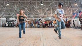 Ludzie tanczy przy Kołysać Parkowego wydarzenie w Mediolan, Włochy Obrazy Royalty Free