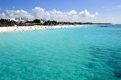 Ludzie target266_0_ Karaiby plażę Zdjęcia Stock