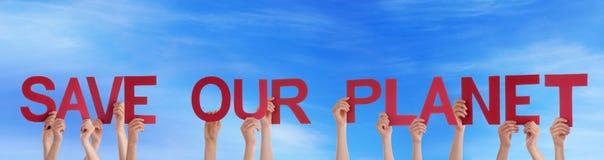 Ludzie Trzyma Save Nasz planeta w niebie Zdjęcia Stock
