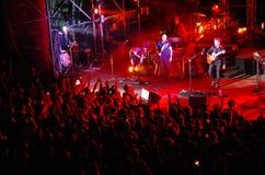 Ludzie uczęszczają koncert Daniele Silvestri w rzymskim thea fotografia stock