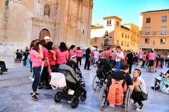 Ludzie uczestniczy w aktywność dla światowego dnia cerebralny palsy obraz royalty free