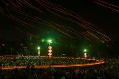 Ludzie uwolnienia Khom Loi niebo lampiony podczas Yi Peng lub Loi Krathong festiwalu obraz royalty free