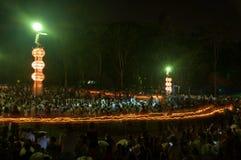 Ludzie uwolnienia Khom Loi niebo lampiony podczas Yi Peng lub Loi Krathong festiwalu Obrazy Stock