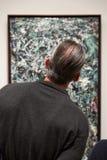 Ludzie wśrodku muzeum sztuka współczesna w NYC Obrazy Stock