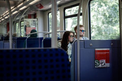 Ludzie wśrodku pociągu Hamburski metro transport publiczny Zdjęcie Royalty Free