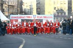 Ludzie w Święty Mikołaj kostiumach brali udział w rasie Zdjęcia Royalty Free