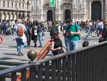 Ludzie w centrum miasta w Mediolan Fotografia Royalty Free