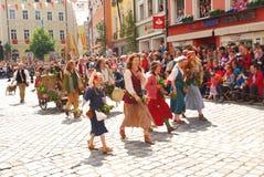 Ludzie w dziejowych kostiumach podczas Landshut ślubu Fotografia Royalty Free