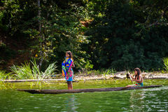 Ludzie w EMBERA wiosce, PANAMA obraz royalty free