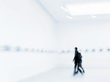 Ludzie w galerii sztuki centrum Obrazy Royalty Free