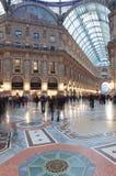 Ludzie w Galleria Vittorio Emanuele II w Mediolan, Włochy Zdjęcie Royalty Free