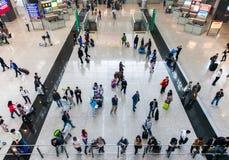 Ludzie w Hong Kong lotnisku międzynarodowym Obraz Stock