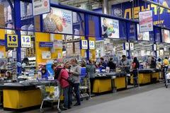 Ludzie w hypermarket zdjęcia stock