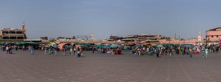 Ludzie w Jemaa el, główny plac Marrakech, Maroko Obrazy Royalty Free