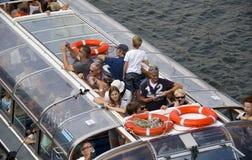 Ludzie w Kanałowej łodzi w Amsterdam Obraz Stock