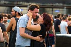 Ludzie w koncercie przy ściąganie ciężkiego metalu festiwalem muzyki zdjęcie stock