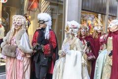 Ludzie w luksusowym kostiumu przy Wenecja, Włochy 2015 Zdjęcia Stock