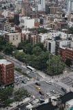 Ludzie w marynarce wojennej mundurują na ulicie w Nowy Jork, usa, na pomniku obraz royalty free