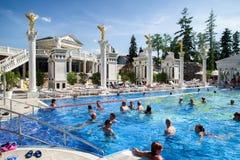 Ludzie w pływackim basenie przy zdroju Aphrodite - Rajecke Teplice, Slov Obrazy Stock