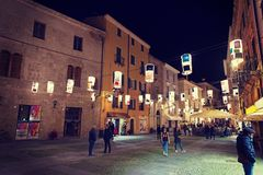 Ludzie w piazza Civica przy nocą Fotografia Stock