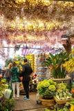 Ludzie wśrodku kwiatu sklepu w centrum Amsterdam Neth Zdjęcia Stock