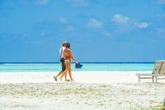Ludzie w wakacje przy raj wyspą, Maldives Marzec 2012 Obrazy Stock