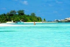 Ludzie w wakacje przy raj wyspą, Maldives Marzec 2012 Zdjęcia Royalty Free