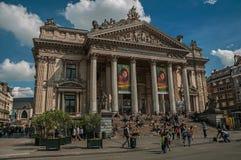 Ludzie wewnątrz stać na czele Brukselskiego giełda papierów wartościowych budynek Obraz Stock