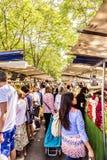 Ludzie wizyta rolników wprowadzać na rynek w Chaillot, Paryż Obrazy Royalty Free