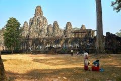 Ludzie wizyty świątynny powikłany Angkor Wat Siem Przeprowadzają żniwa, Kambodża w porze suchej obrazy royalty free