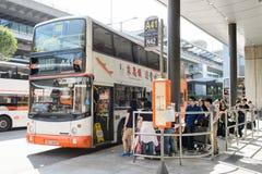 Ludzie wsiada autobus Zdjęcia Royalty Free