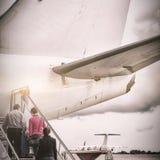 Ludzie wsiada w samolocie obraz stock