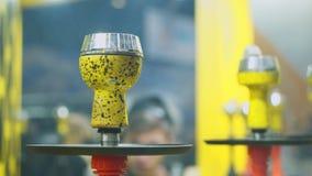 Ludzie wybiera nargile Dymienie tytoń przy wystawą Shisha puchar zbiory wideo