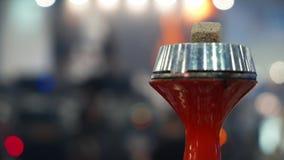 Ludzie wybiera nargile Dymienie tytoń przy wystawą Shisha puchar zdjęcie wideo