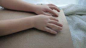 Ludzie z kalectwami, niewidomego dziecka czytelnicza charakter chrzcielnica książka zbiory wideo