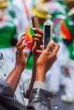 Ludzie z telefonem w ręce Obrazy Royalty Free