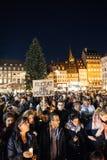 Ludzie zbiera w solidarności z ofiarami od Paryskich napadów Zdjęcia Stock