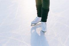 Ludzie, zima sport i czasu wolnego pojęcie, zdjęcie royalty free