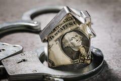 Ludzka chciwość lub pojęcie na oszustwie walut transakcje z nieruchomością zdjęcie royalty free