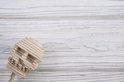 Ludzka czaszka zrobi up drewniane łamigłówki Patrzeje od kąta obraz royalty free