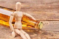 Ludzka drewniana atrap uściśnięć butelka Zdjęcie Royalty Free