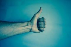 Ludzka ręka na rocznika tle wyrażać sukces Zdjęcia Royalty Free