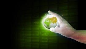 Ludzka ręka trzyma cyfrowego świat Obrazy Royalty Free