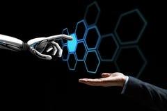 Ludzki ręki i robota sieci wzruszający hologram Fotografia Stock