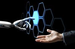 Ludzki ręki i robota sieci wzruszający hologram zdjęcia stock