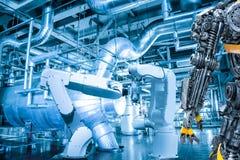 Ludzkiej robot kontrola automatycznej mechanicznej ręki maszynowy narzędzie Obrazy Royalty Free