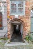 Luebeck, Alemania, el 19 de junio de 2017, vista al río Trave y la casa del almacenamiento de la sal en Luebeck Fotos de archivo libres de regalías