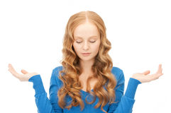 сlueless woman shrugging helpless with her shoulders Royalty Free Stock Images